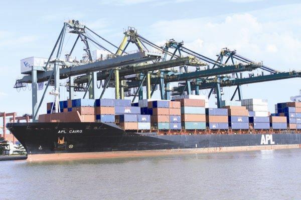 phụ phí vận tải quốc tế