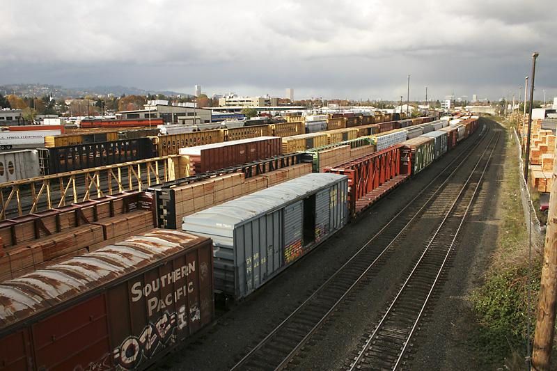 Thủ tục hải quan với hình thức vận chuyển hàng hóa bằng tàu liên vận quốc tế nhập cảnh trên đường sắt